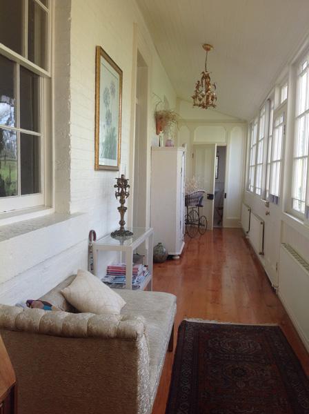 gallery-retreat-entrance